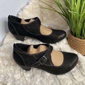 Taos Footwear heeled Studio booties size 6.5